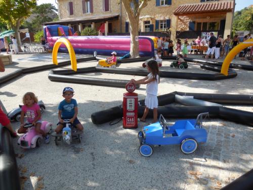 Location circuits gonflables et véhicules enfants