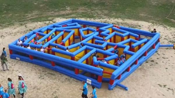 Labyrinthe gonflable géant